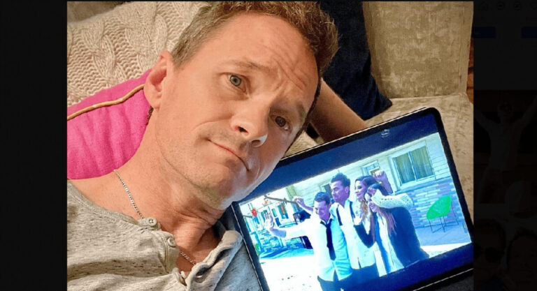 Neil PAtrick Harris is bored in quantine at Toronto hotel