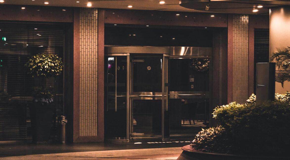 COVID-19 outbreak at Toronto quarantine hotel