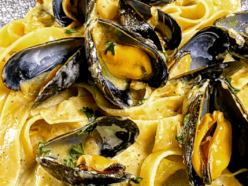 Mussels in a white wine and garlic sauce recipe