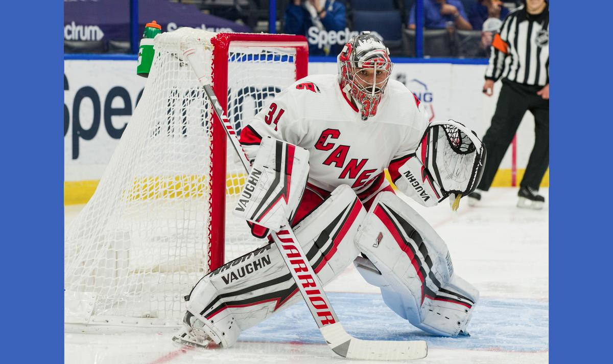 Maple Leafs sign goaltender Petr Mrazek